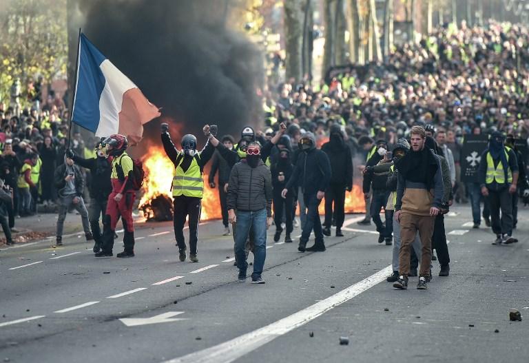 franceprotests.jpg